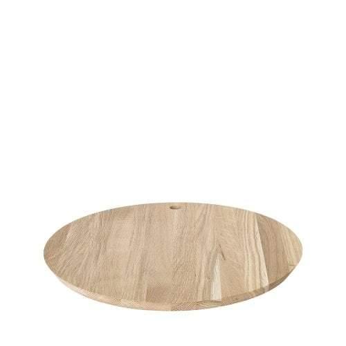 planche a découper en bois design biseauté de blomus  avec trou pour l'accrocher