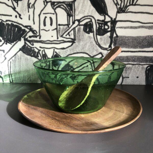 saladier vert en verre soufflé typique d' Egypte tendance artisanat chic