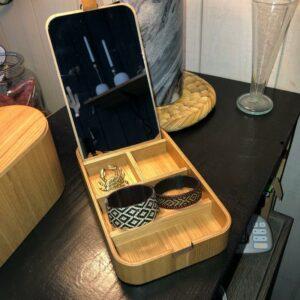 Boite à bijoux en bois de saule et miroir intérieur de chez HK Living