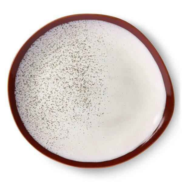 ASSIETTES HK LIVING 70'S en céramique blanche et rouge forme galet minimaliste  Chaque assiette est unique due a sa finition à la main. Les teintes chaudes se marient aux autres assiettes de matières naturelles et brutes