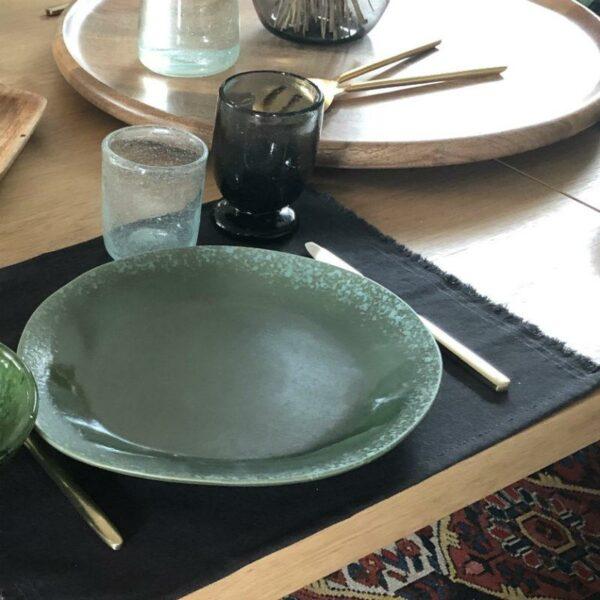 verre à pied noir en verre soufflé d'artisanat Egyptien