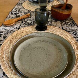 assiette a dessert en gres beige de pomax táchete noir