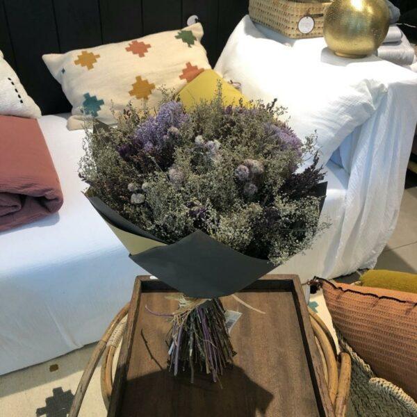Fleurs séchées dans les  couleurs bleus violet naturel made in France à Lille