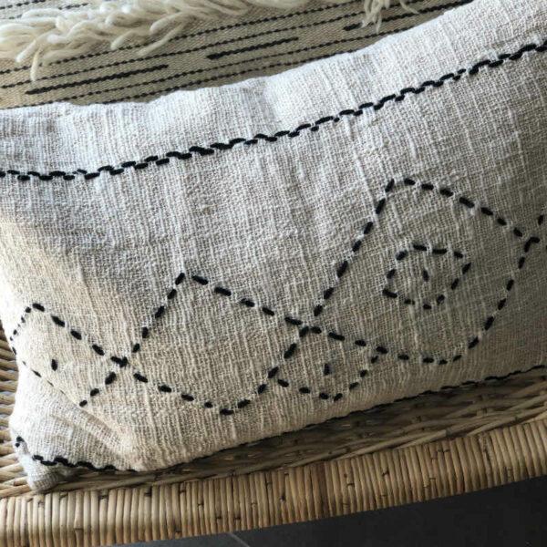 coussin berberehome lin naturel et coton mélangé couleur ecru et noir, style bohème