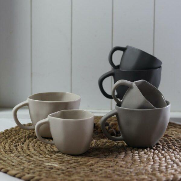 tasses en céramique avec anse, en  Grès de chez Behome