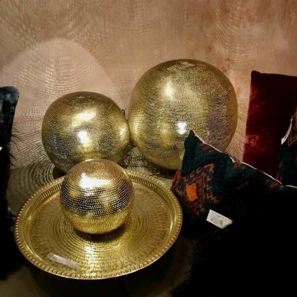 Lampe boule en cuivre doré Egyptienne,  artisanal de chez Zenza