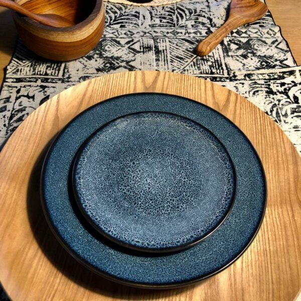 grande assiette plat mirha de pomax bleu moucheté