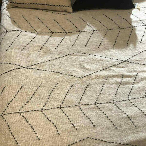 plaid couvre lit en lin et coton écru et noir chic et raffiné Berbere Home
