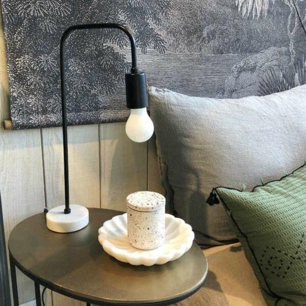LAMPE Izzy avec pied en marbre de chez pomax