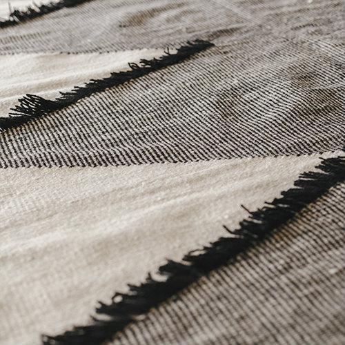 Tapis kilim égyptien motifs losanges noir et blanc