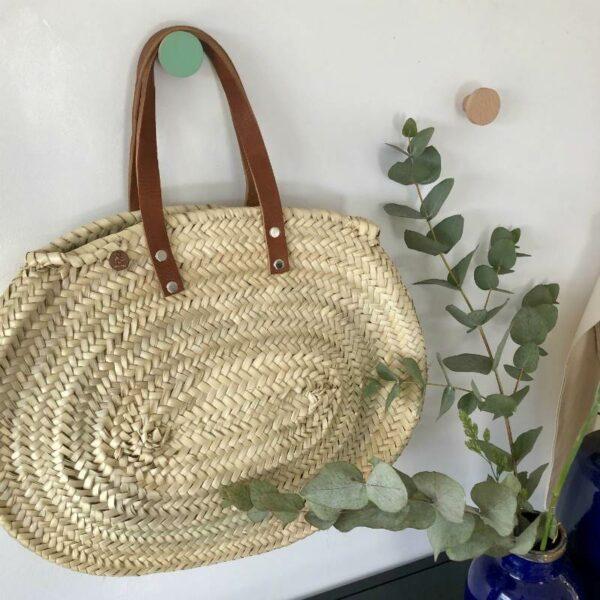 Panier shopping en feuilles tressées marocain et anses cuir