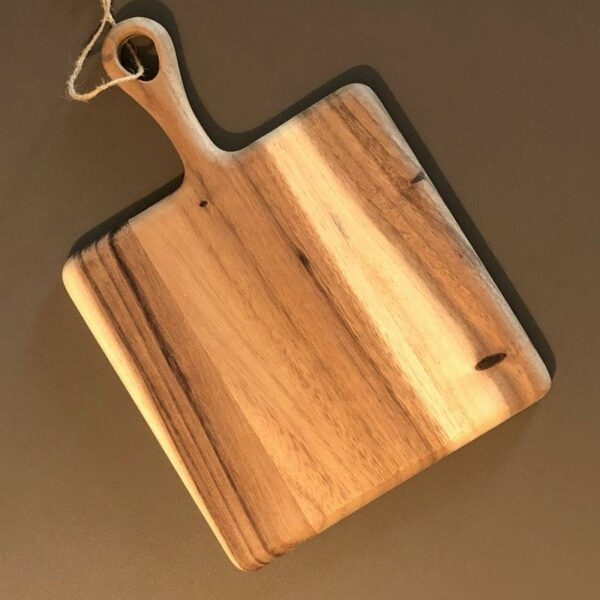Planche apéro carré avec poignée en acacia