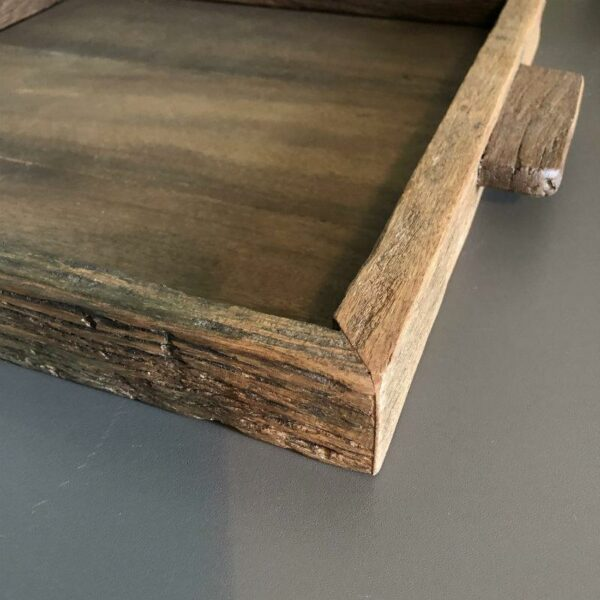 Plateau carré en bois recyclé détaillé