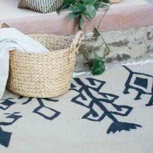 tapis kilim de fleur noir en coton egypt