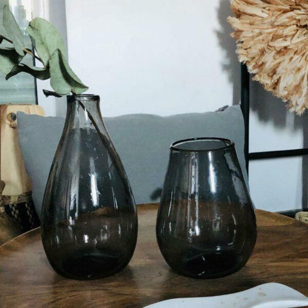 vase en verre recyclé noir egyptien , tendance ethnique chic